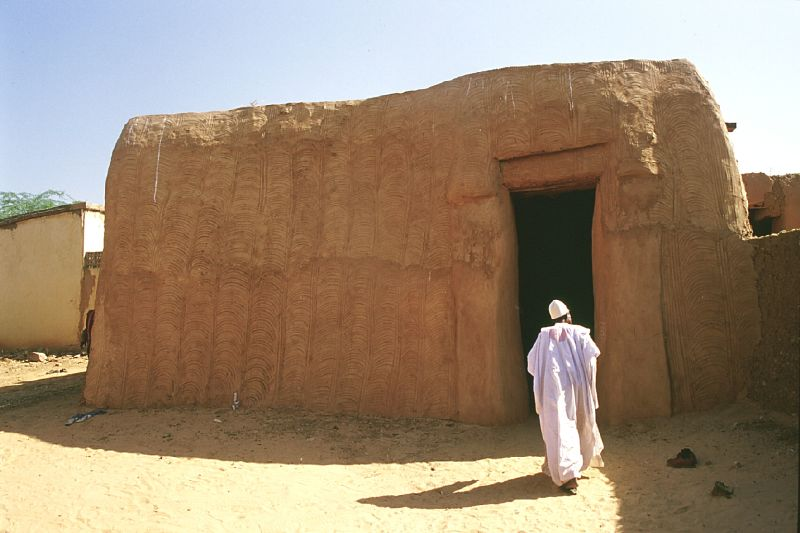 While not a major tourist attraction, little things like ancient mud brick houses will prove to be among the top destinations in Niger