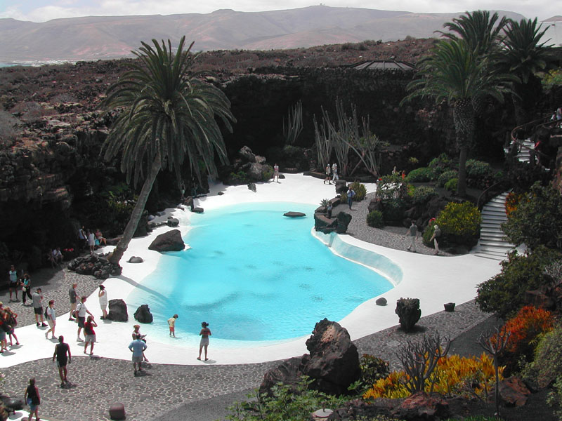 Wondering what to do in Lanzarote? Jameos del Agua is a good option!